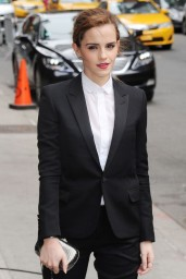 emma-watson-in-fitted-trouser-suit_18