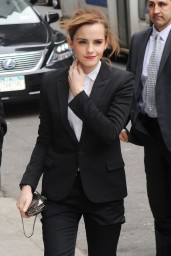 emma-watson-in-fitted-trouser-suit_19