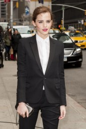 emma-watson-in-fitted-trouser-suit_2