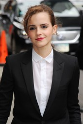 emma-watson-in-fitted-trouser-suit_23