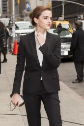 emma-watson-in-fitted-trouser-suit_3