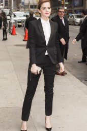 emma-watson-in-fitted-trouser-suit_4