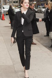 emma-watson-in-fitted-trouser-suit_5