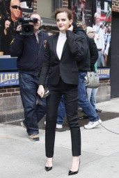 emma-watson-in-fitted-trouser-suit_7