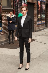 emma-watson-in-fitted-trouser-suit_8