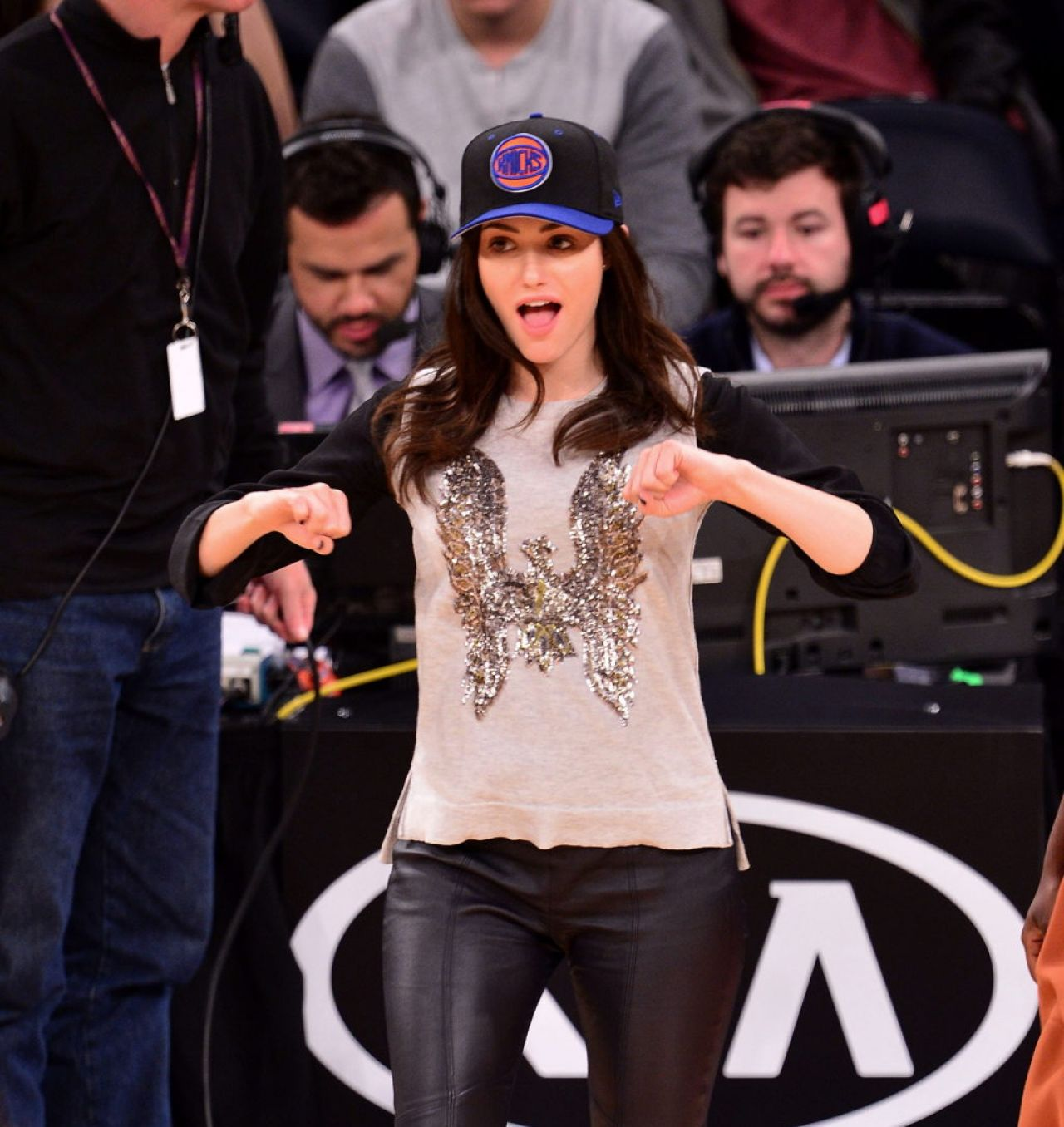 Emmy Rossum nad Mark Ruffalo at the Knicks game in New York City, March 2014