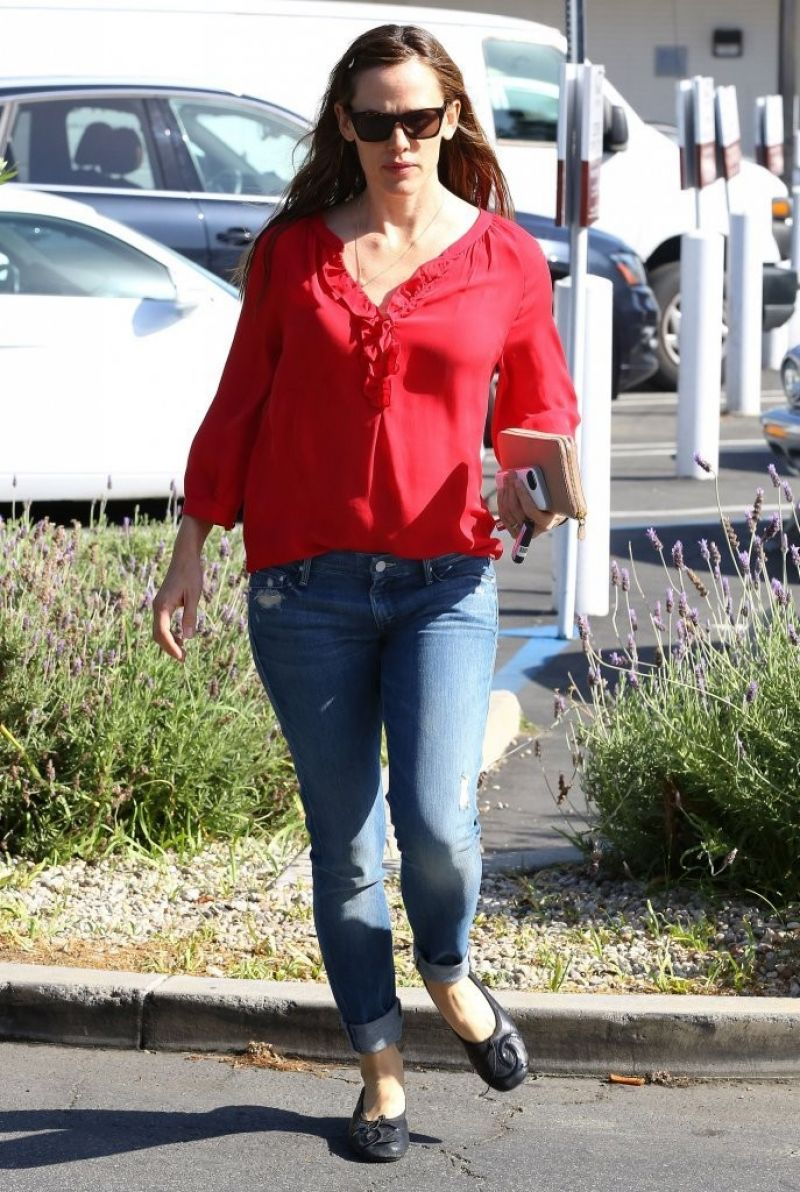 Jennifer Garner Casual Street Style Brentwood Country