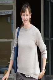 Jennifer Garner Casual Style - Leaving the Tavern Restaurant in Brentwood