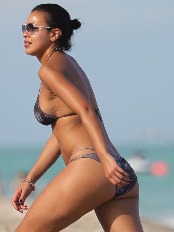 julissa bermudez   wearing bikini at the beach in miami