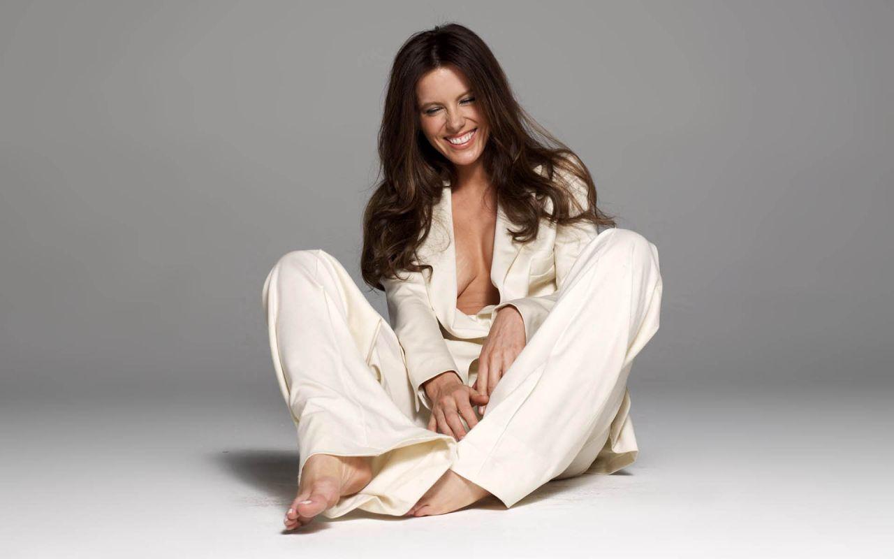 Kate Beckinsale Hot Wallpapers 28-4489