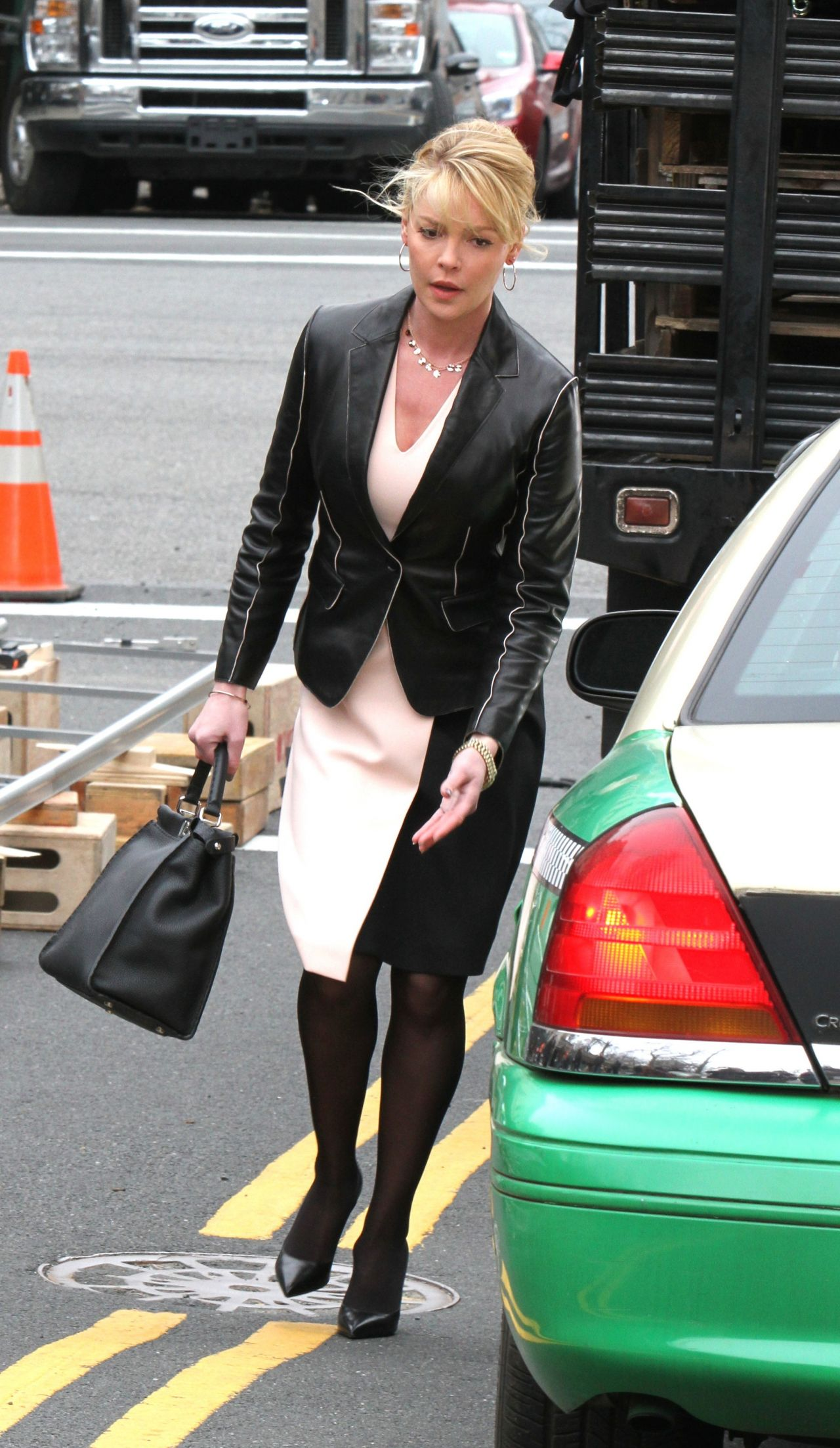 Katherine Heigl Filming A Scene For Tv Pilot State Of