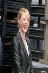 Katherine Heigl - Filming a Scene for TV pilot