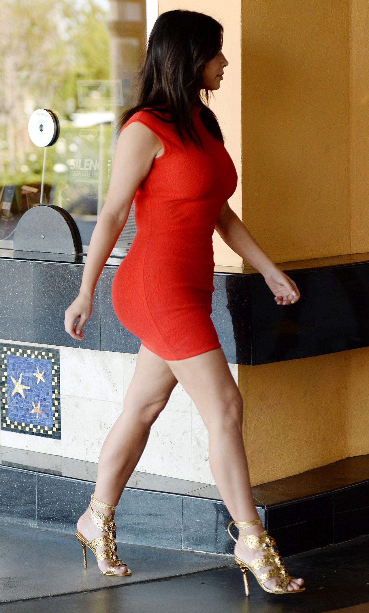 Kim Kardashian In Los Angeles Arriving At A Studio