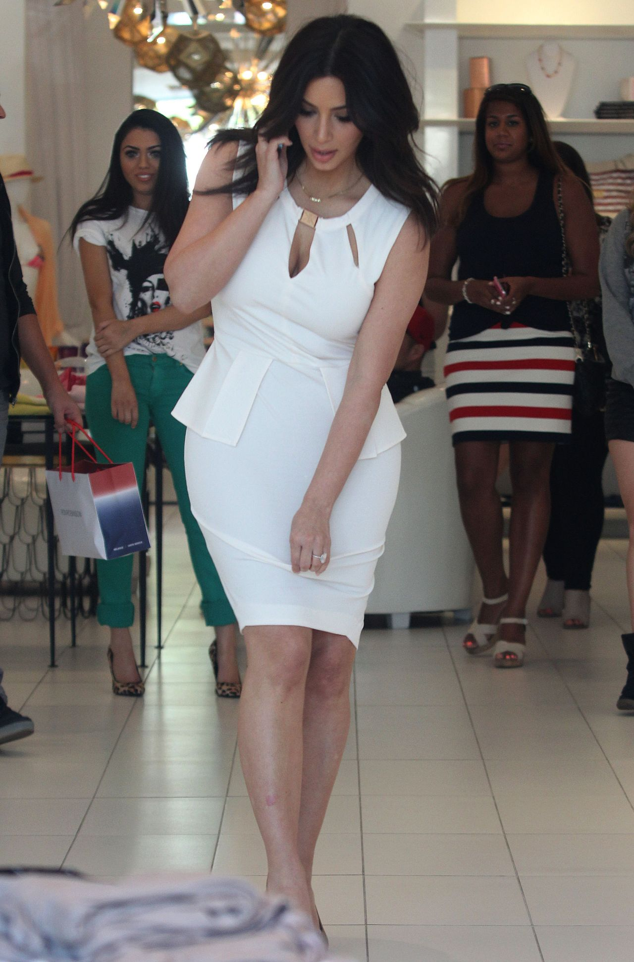fc1608c3ec Kim Kardashian - Out For Some Shopping in Los Angeles - March 2014
