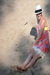 Kristen Bell Bikini Candids - Kapalua, March 2014