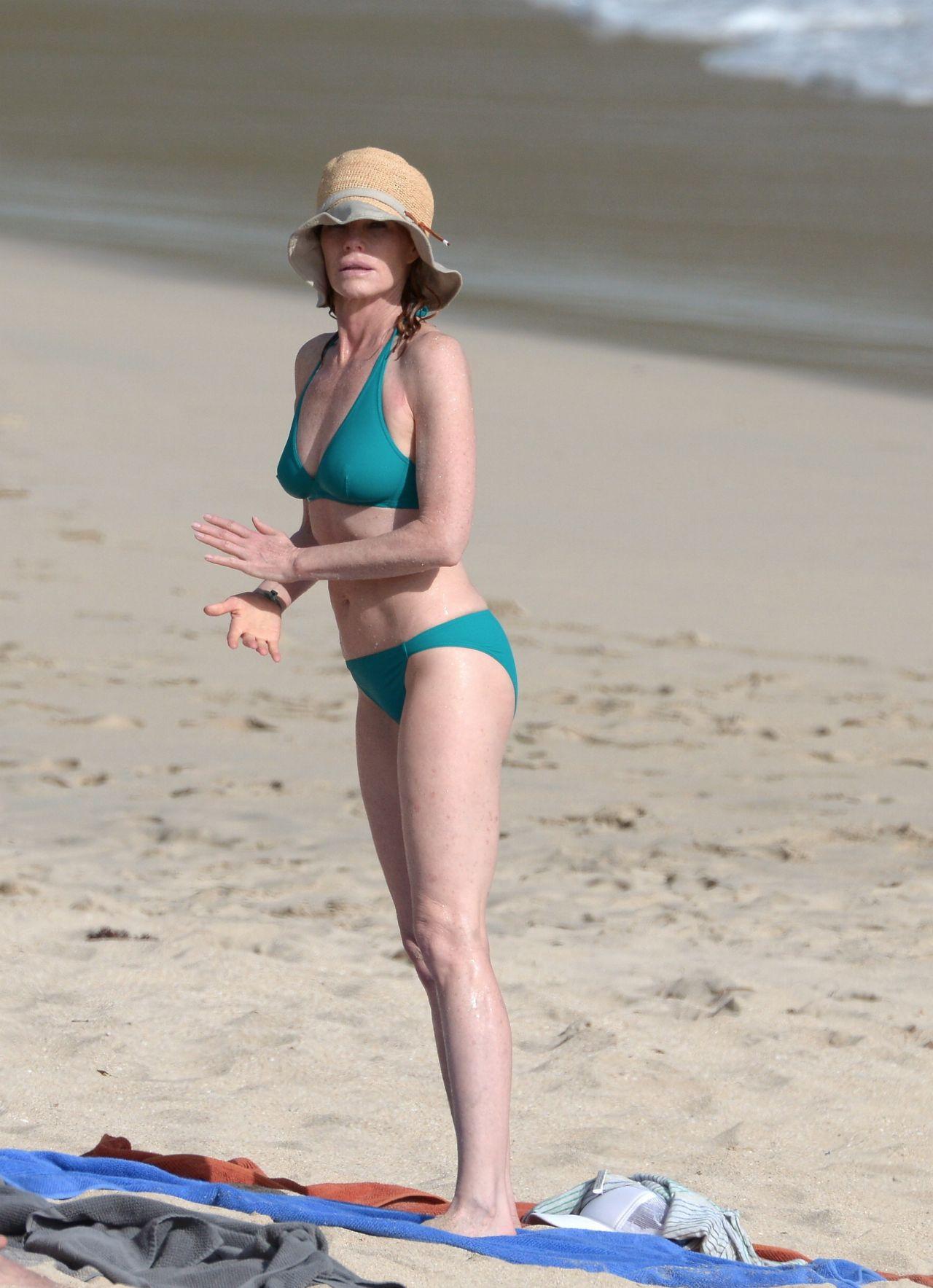 Marge helgenberger im Bikini
