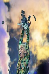 Miley Cyrus Performs at Bangerz Tour - Amway Center in Orlando, March 2014