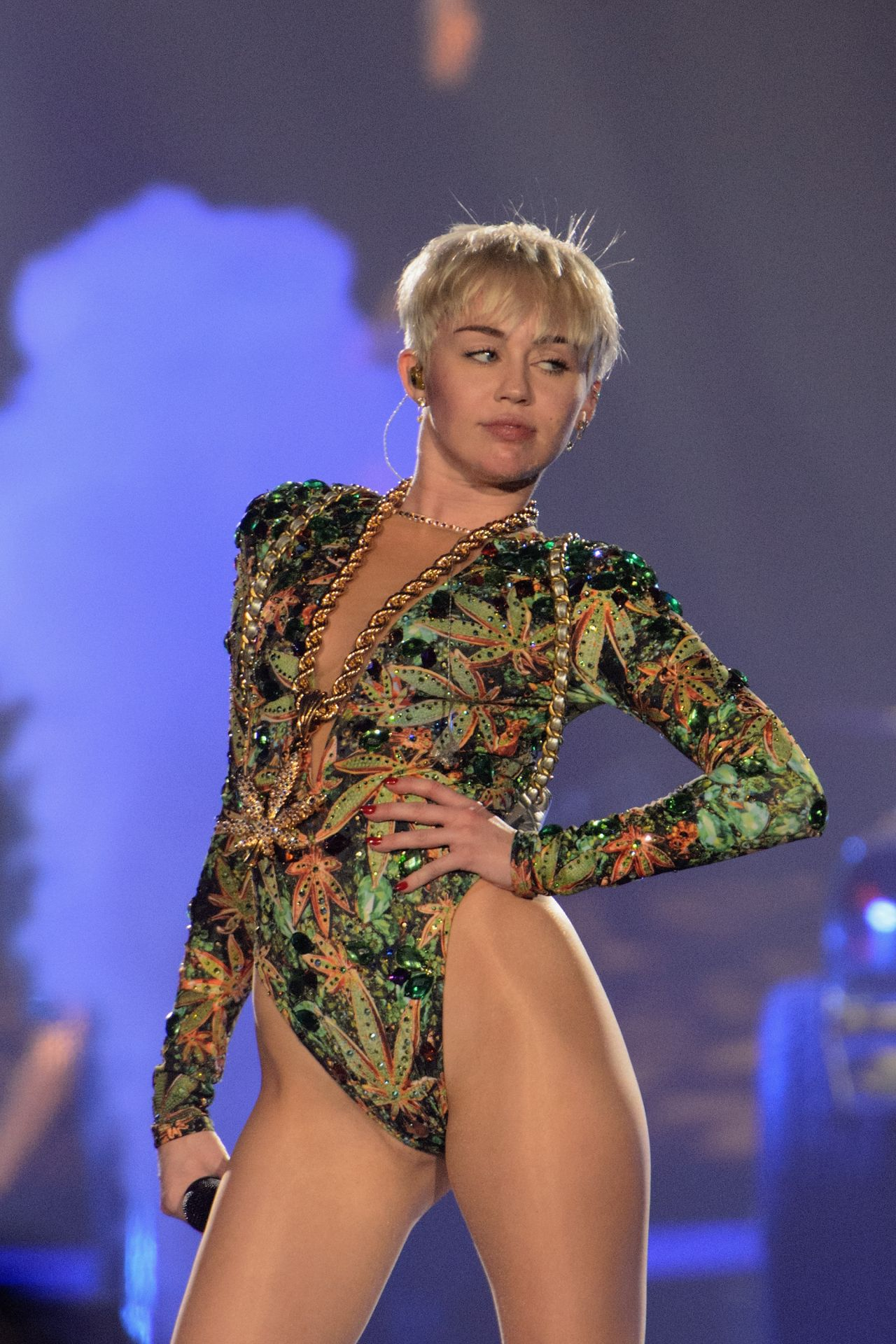 Miley Cyrus Performs at Bangerz Tour in Rosemont, March 2014