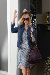 Reese Witherspoon Casual Style - Out in LA - March 2014