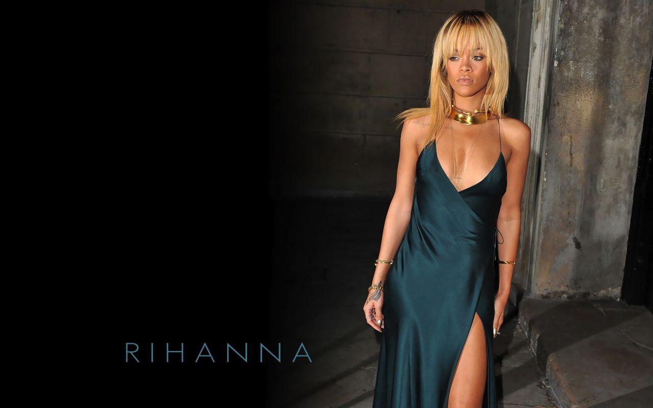 Rihanna - 7 Hot Wallpa...