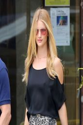 Rosie Huntington-Whiteley Casual Style - Malibu, March 2014