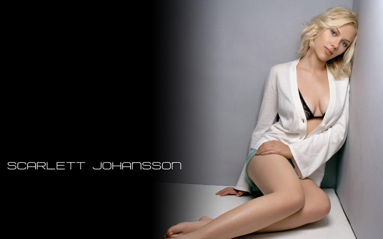 Scarlett Johansson Hot Wallpapers 20-9325