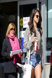 Selena Gomez Leggy 2014, Out in Los Angeles