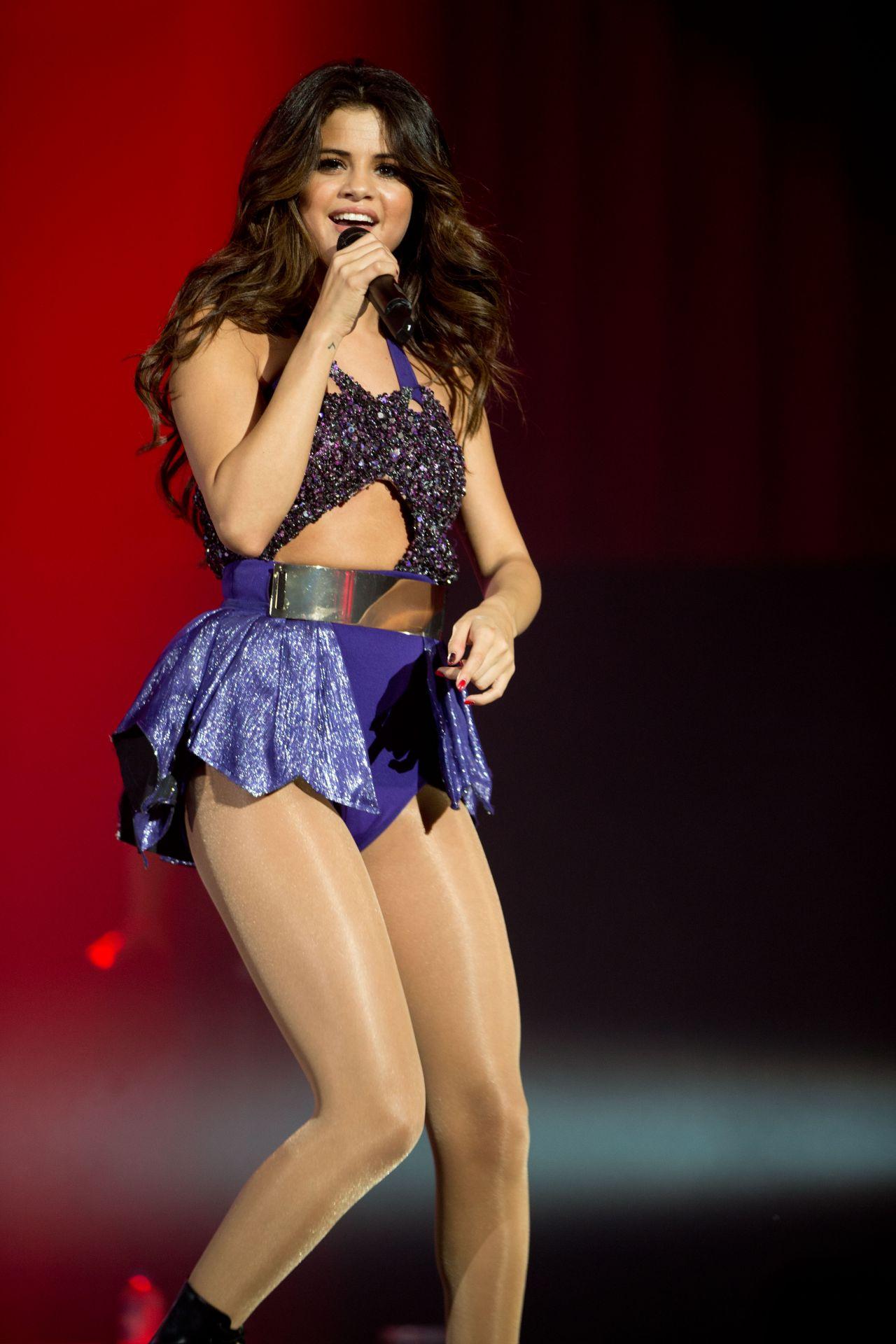 Selena Gomez Performing At Borderfest 2014 Hidalgo Tx