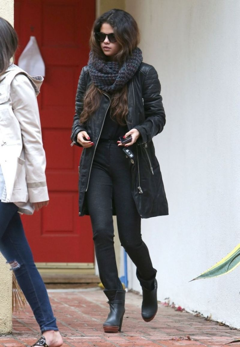 selena gomez street style leaving her stylists house in