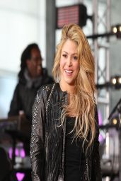 Shakira - Performing on NBC