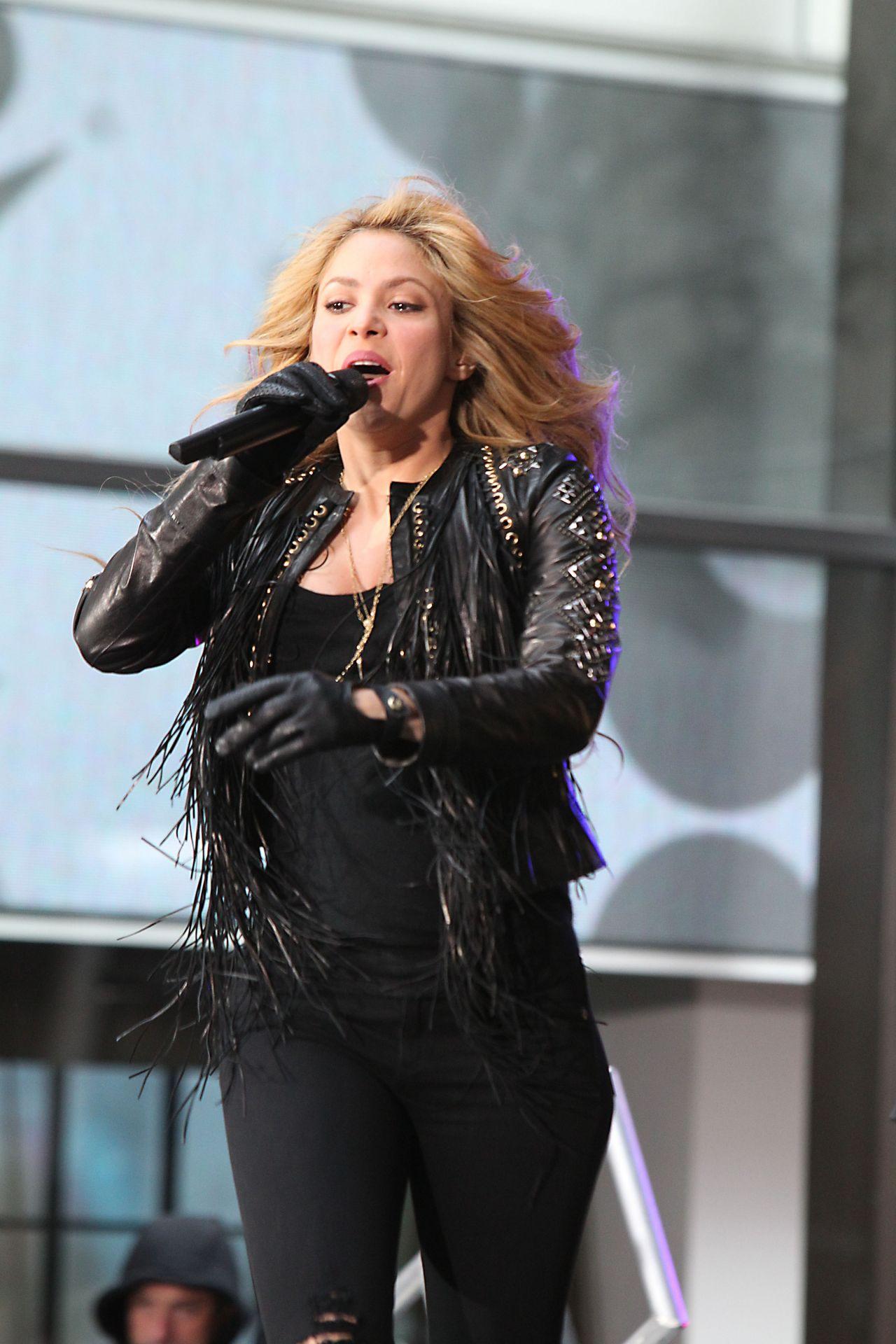 Shakira Performing On Nbc S Today Rockefeller Plaza