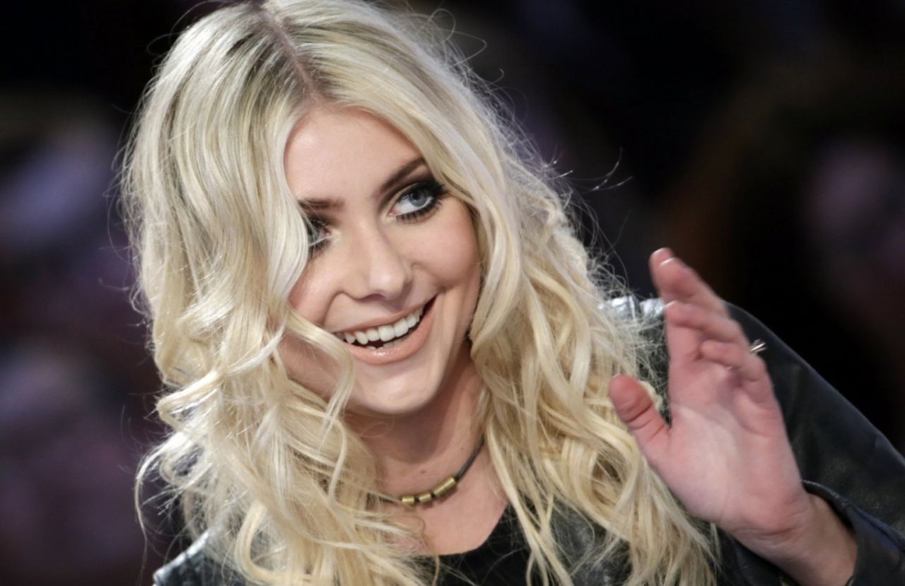 Taylor Momsen in Paris – Le Grand Journal Show – March 2014 Taylor Momsen