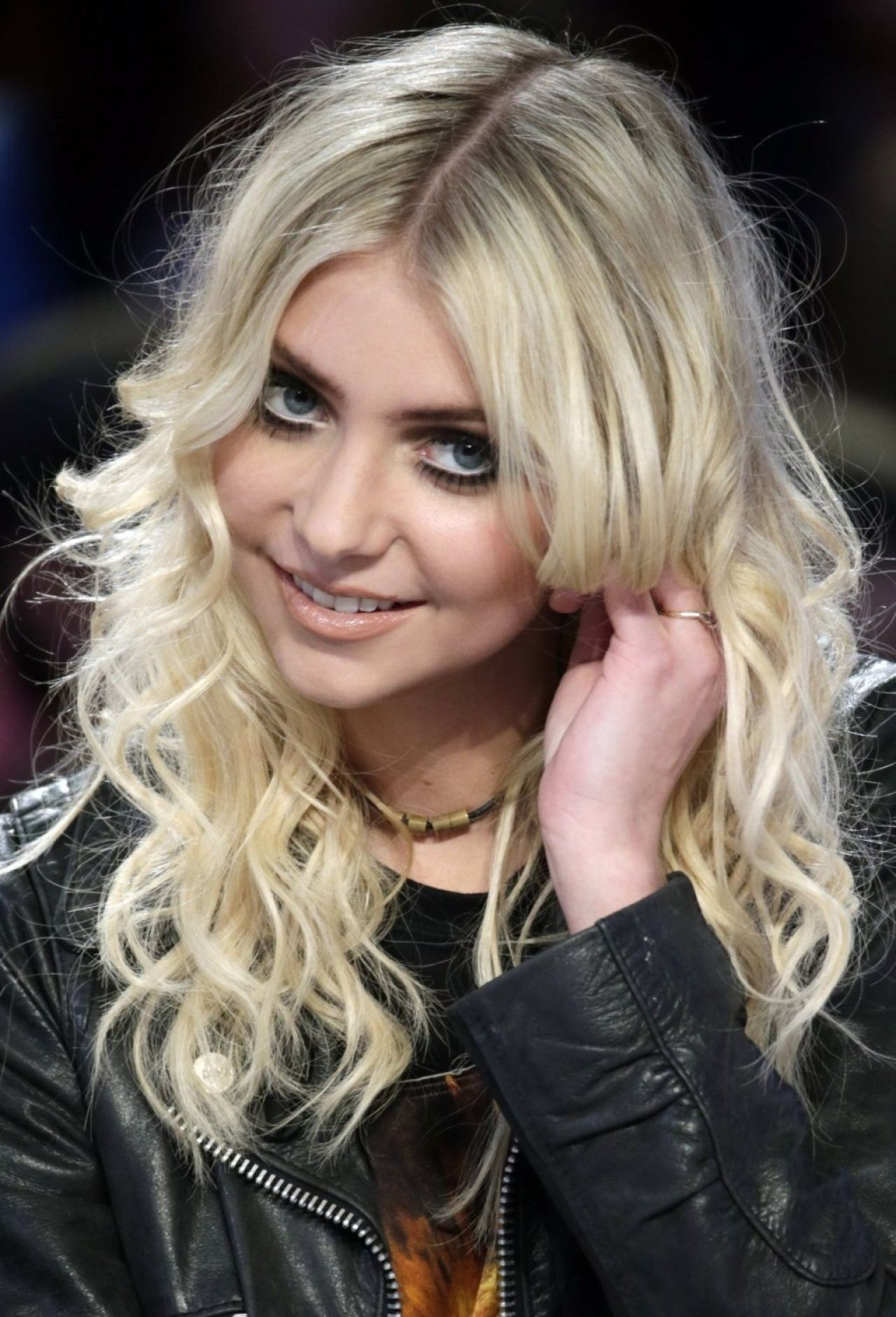 Taylor Momsen in Paris – Le Grand Journal Show – March 2014