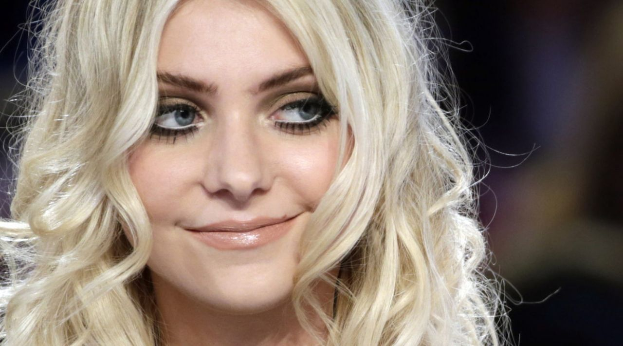 Taylor Momsen In Paris Le Grand Journal Show March 2014