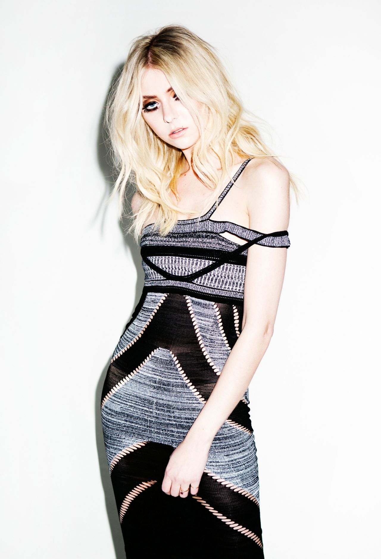Taylor Momsen - Photoshoot for
