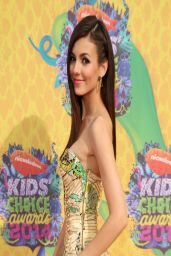 Victoria Justice In Atelier Versace Dress - Kids' Choice Awards 2014