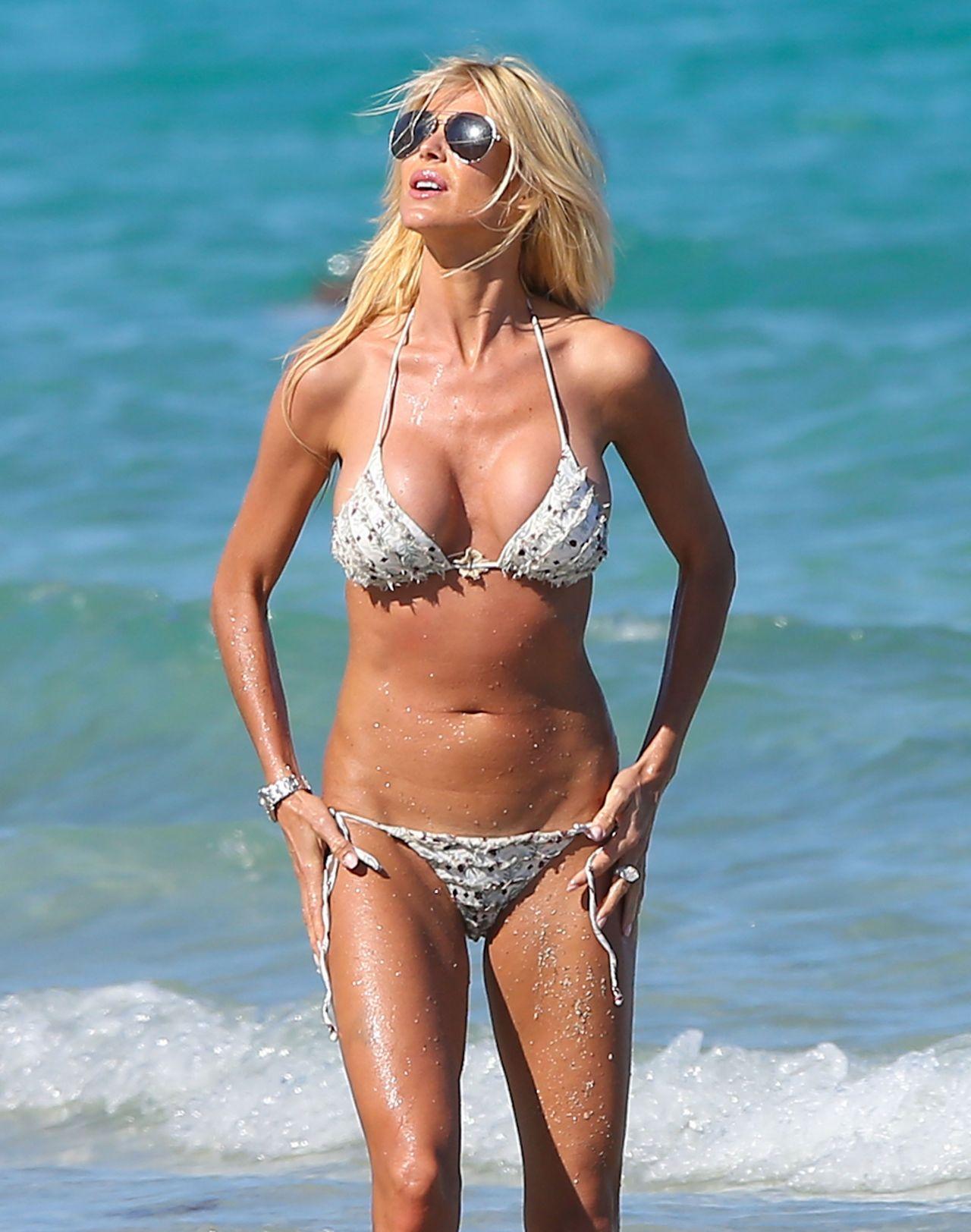 Victoria Silvstedt Bikini Candids Miami March 2014