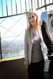 Abigail Breslin in New york City - Empire State Building - April 2014