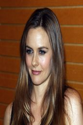 Alicia Silverstone - Book Signing at Barnes & Noble in Los Angeles - April 2014