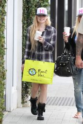Avril Lavigne - Shopping in Malibu - April 2014