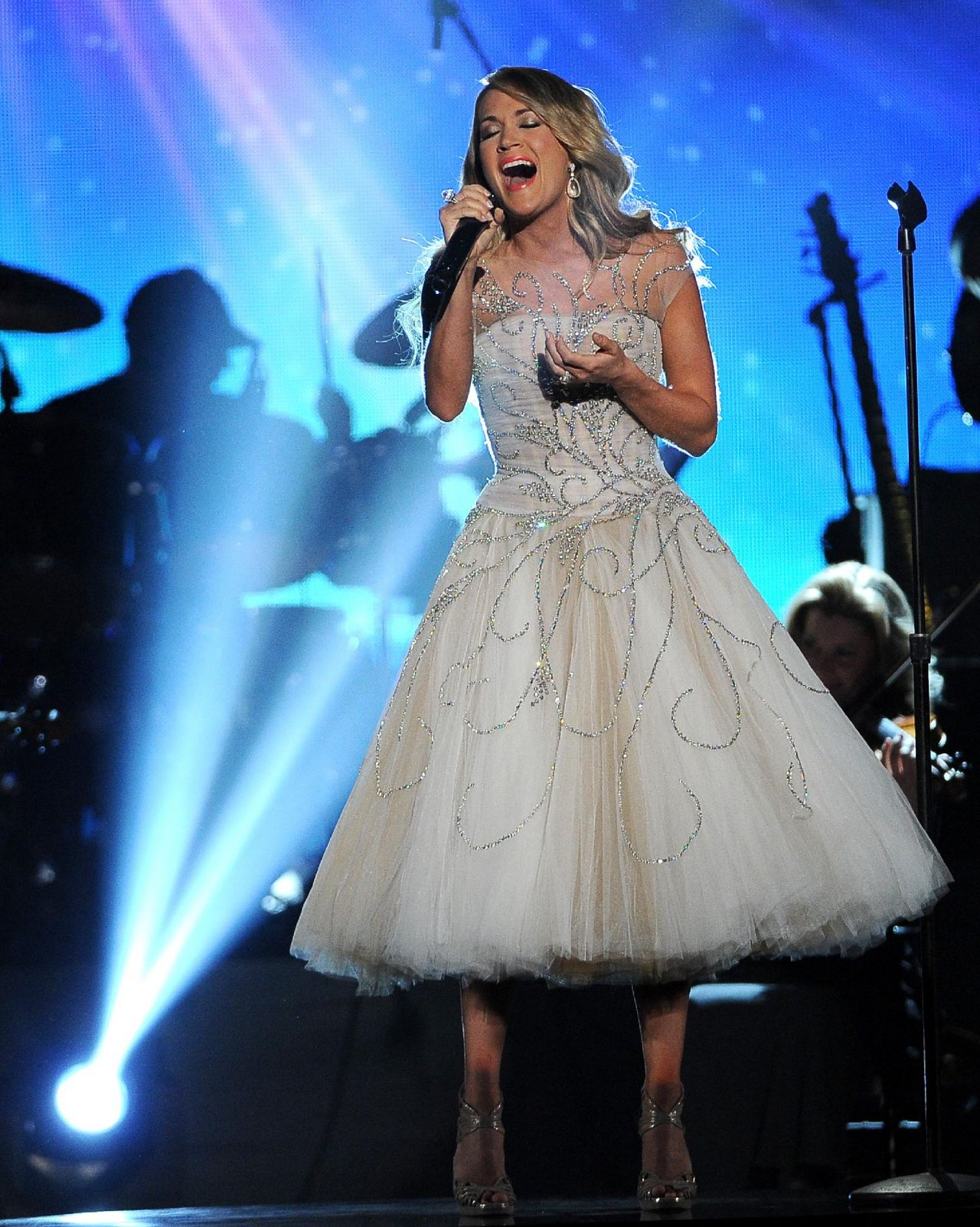 Carrie Underwood Performs at ACM Presents: An All-Star Salute To The Troops (2014)