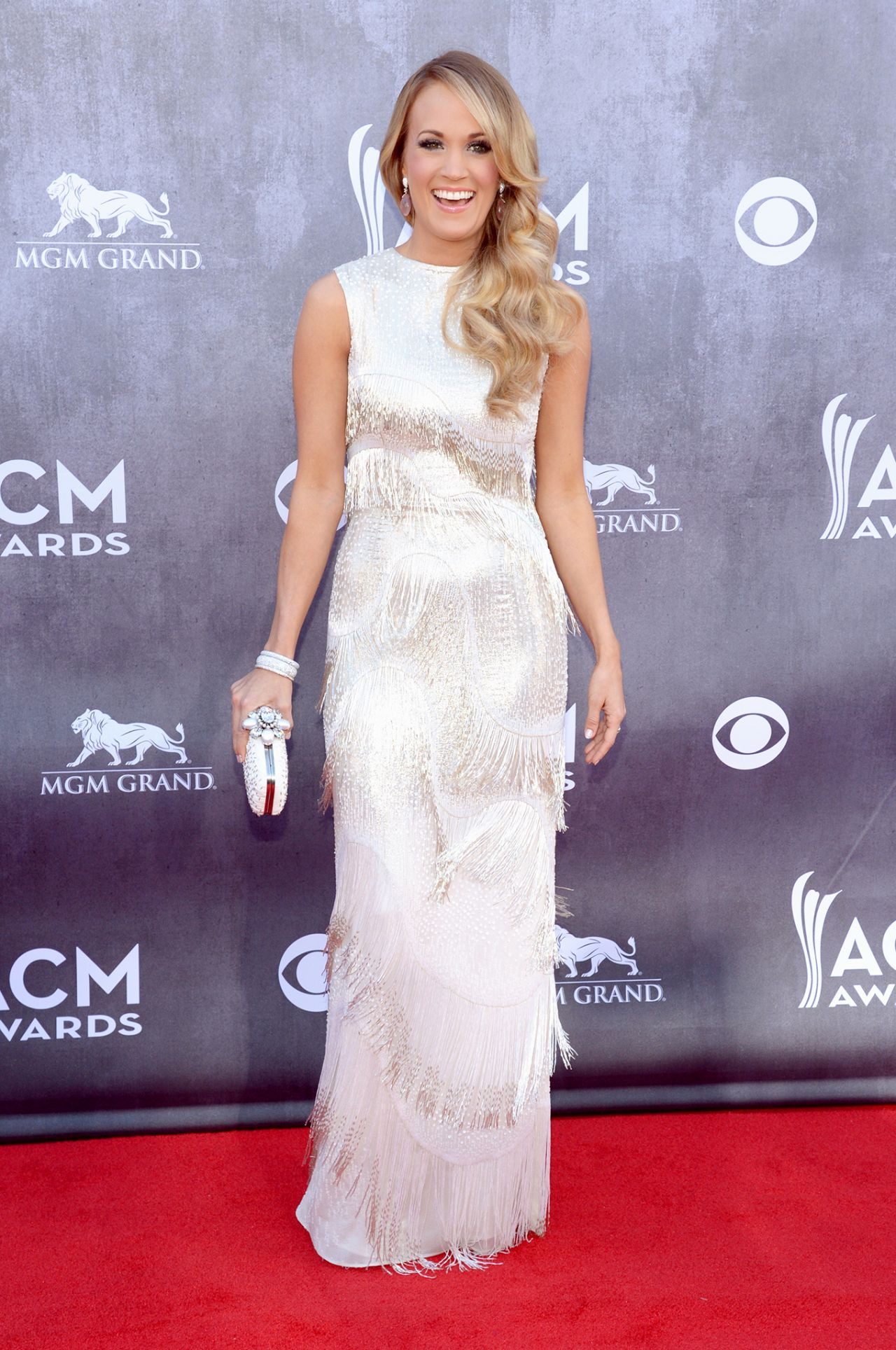 carrie underwood wearing oscar de la renta gown 2014