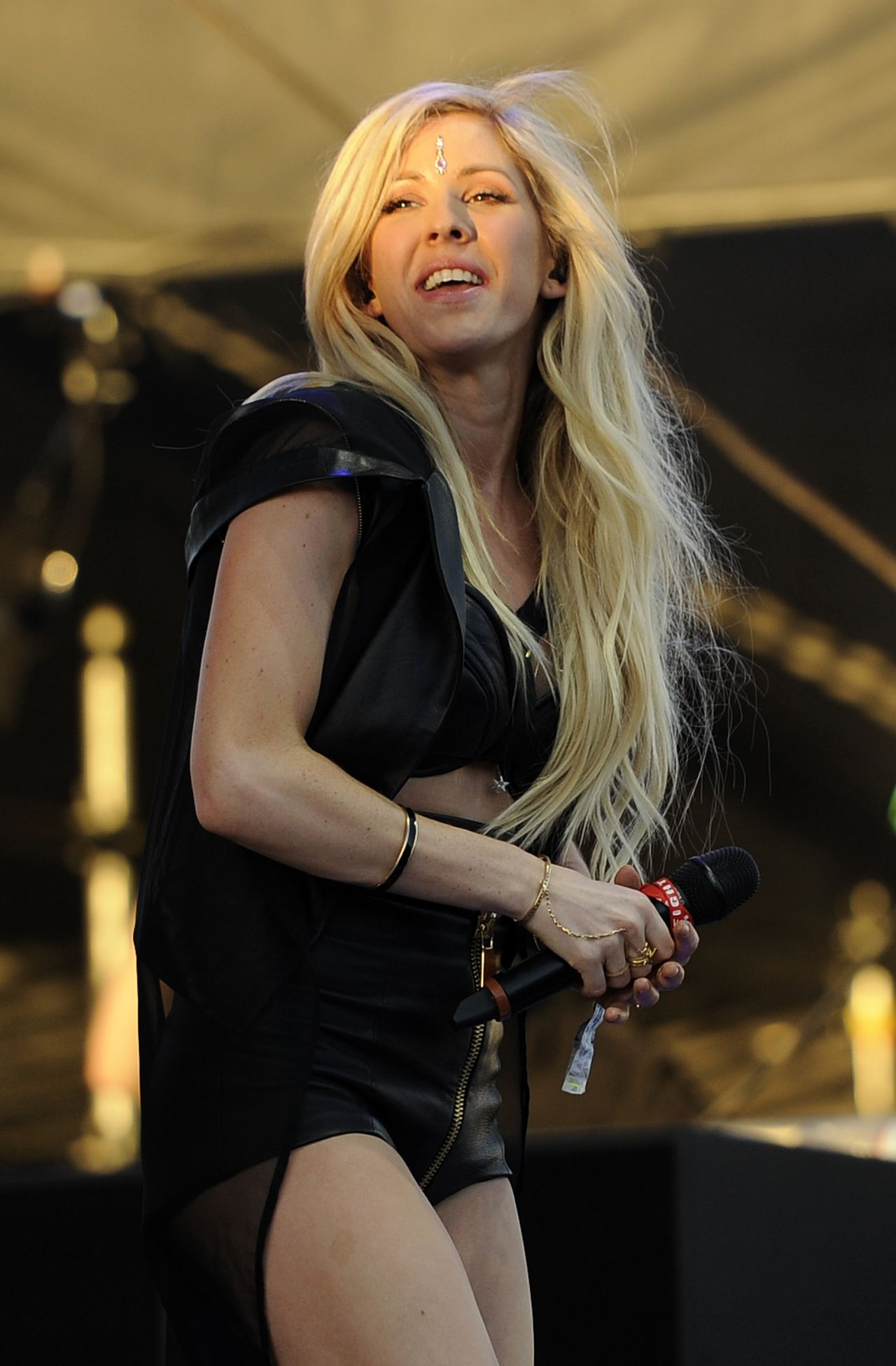 Ellie Goulding Performs at Coachella Music and Arts Festival - April 2014