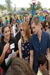 Emma Stone at 2014 Be Amazing Miami at Hialeah Gardens Elementary