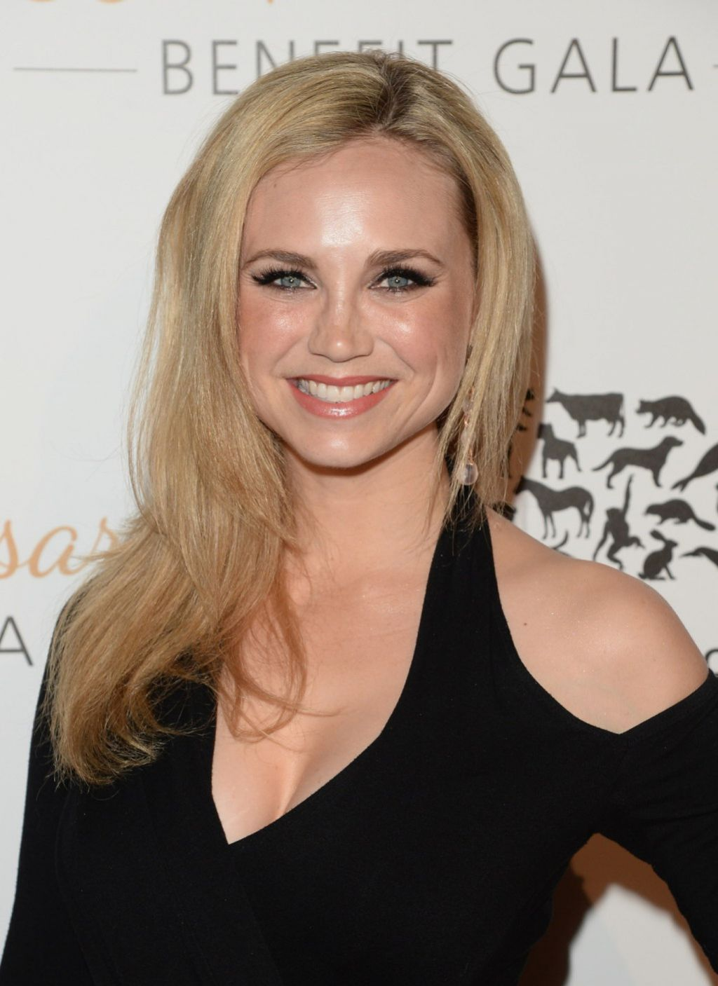 Fiona Gubelmann on Red Carpet - Humane Society 60th Anniversary Gala in Beverly Hills