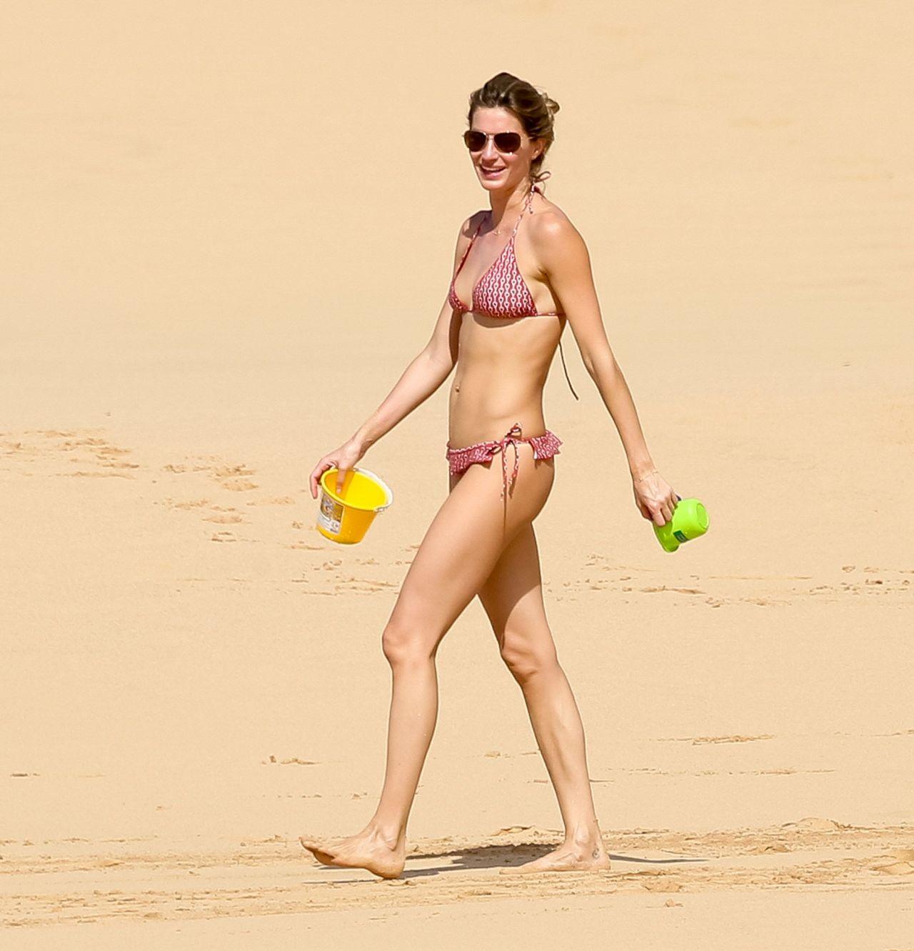Gisele bundchen yellow bikini