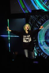 Hayley Williams Performing at MTV Upfront Presentation - April 2014