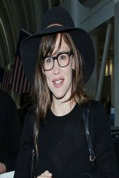 Jennifer Garner at the Los Angeles International Airport - April 2014