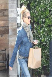 Julia Roberts Wearing Jeans - Out in Venice Beach - April 2014