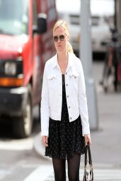 Julia Stiles Casual Style - Out in New york City - April 2014